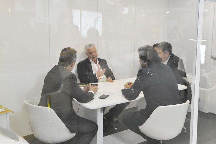 Mario Carvalho, da TAP, se reune com João Baptista Neto da Embratur, Rodrigo Novaes, secretário de Turismo de Pernambuco, e Otaviano Maroja, da Associação de Hotés de Porto de Galinhas