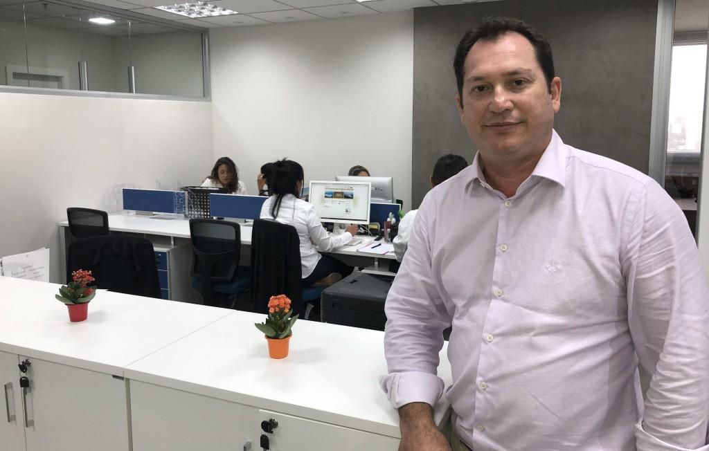 Pablo Zabala no novo escritório da Discover Cruises, em São Paulo