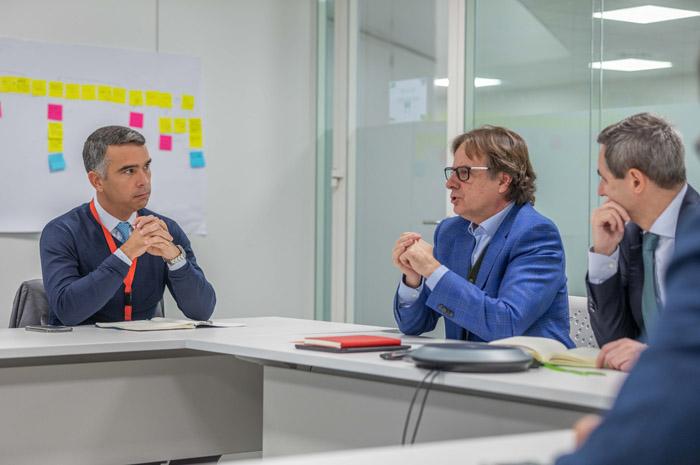 Rafael Brito, secretário de Desenvolvimento Econômico e Turismo, em reunião com representantes da Aena