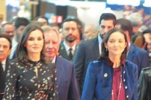 Rainha Letizia da Espanha abre oficialmente o evento ao lado da Ministra do Comércio e Turismo, Reyes Maroto, e do presidente do conselho da Ifema, Clemente Soler