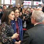 Rainha Letizia e Reyes Maroto conversam com executivos da Renfe