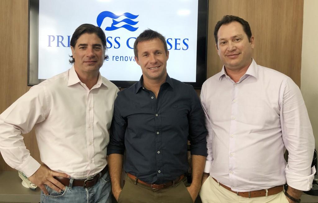 Trey Hickey, da Princess Cruises, Carlos Ryan, da Discover the World, e Pablo Zabala, da Discover Cruises