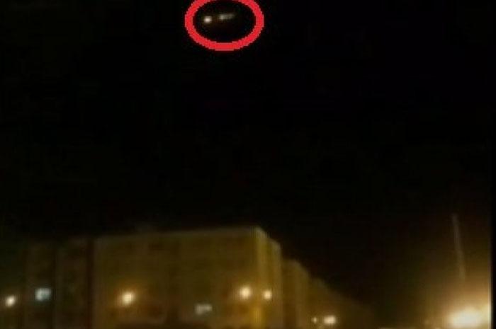 Vídeo supostamente mostra momento em que avião é atingido em Teerã. (Reprodução)