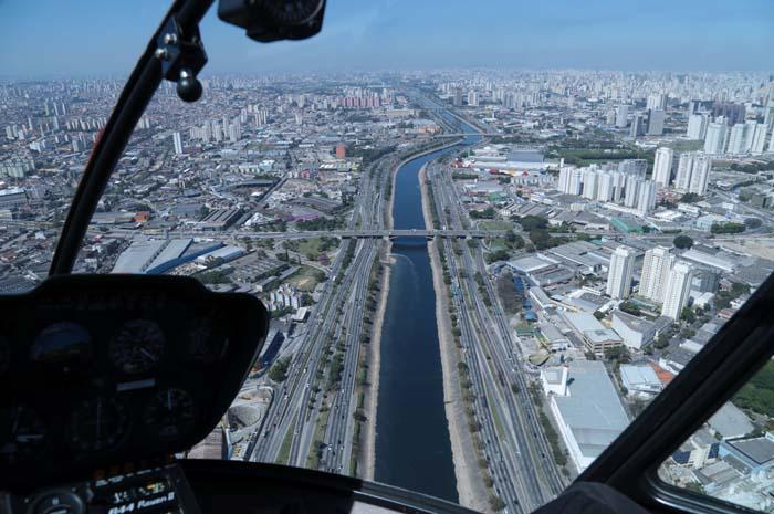 Vista da Marginal Tietê em voo de Helicóptero da High Class