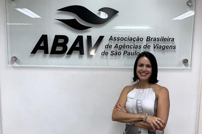 Juliana agora ocupa o mesmo cargo nas duas entidades diferentes, Aviesp e Abav-SP