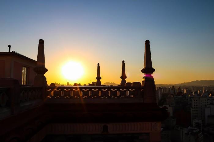 Rooftop do Edifício Martinelli, um dos prédios comerciais que se tornou ponto turístico na capital paulista