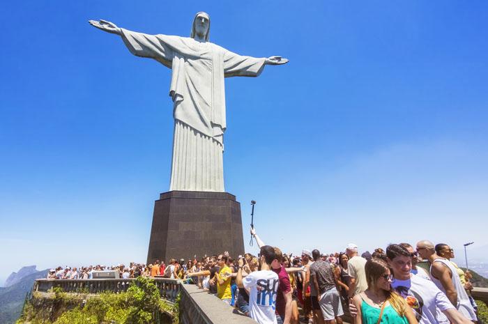 O Overtourism tem comprometido a experiência de viajar para os turistas e a qualidade de vida dos moradores locais