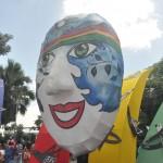 A cidade fica toda enfeitada na temática Carnaval
