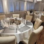 Detalhe das mesas de jantar