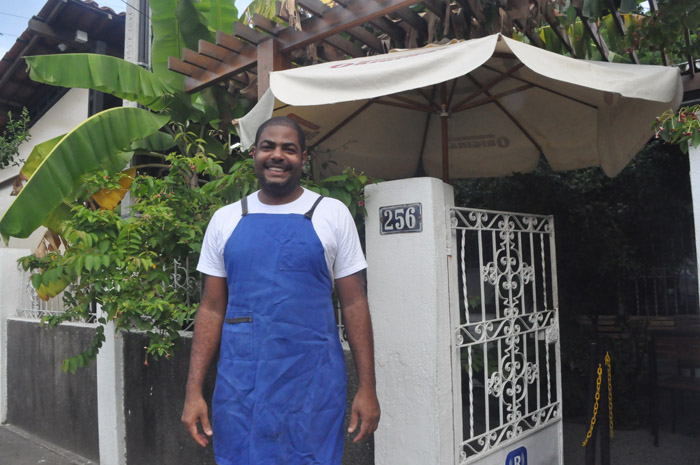 O Chef Thiago das Chagas, dono do restaurante Reteteu