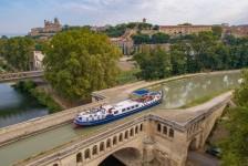 Com conceitos de motorhome e barco hotel, Velle apresenta duas novas marcas