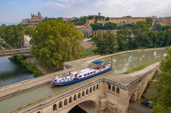 European Waterways conta com embarcações que navegam onde grandes cruzeiros fluviais não conseguem