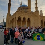 Grupo diante da Mesquita Azul, em Beirute