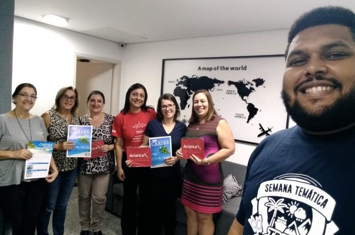 Luciana Longo, da Avianca e Arley Silva, executivo de Vendas Trend, visitam a Agência Valencia