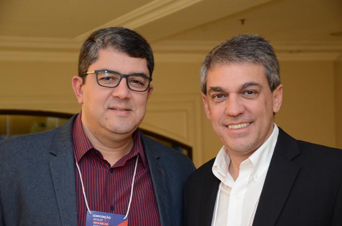 Marcos Lucas, presidente da Aviesp, e Fernando Santos, presidente da Abav-SP