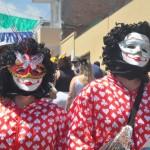 Na tradição da cidade, os foliões denominados Papangus pulam Carnaval trajando máscaras