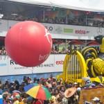 O desfile tem início as 09h30 da manhã e termina apenas no final do dia, após as 17h