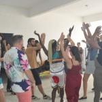 Os visitantes foram recebidos com muita dança na chegada a Ilha de Deus