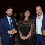 Vania Fazulo, da High Light, entre Renato Covelo e Nissim Jabiles, da Avianca