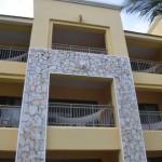 Alguns dos apartamentos contam com redes nas varandas