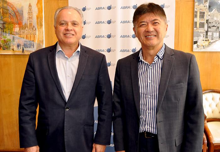 Carlos Prado e Gervasio Tanabe, presidente e presidente-executivo da Abracorp