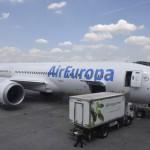 Boeing 787-9 da Air Europa sendo abastecido com os alimentos da Gate Gourmet