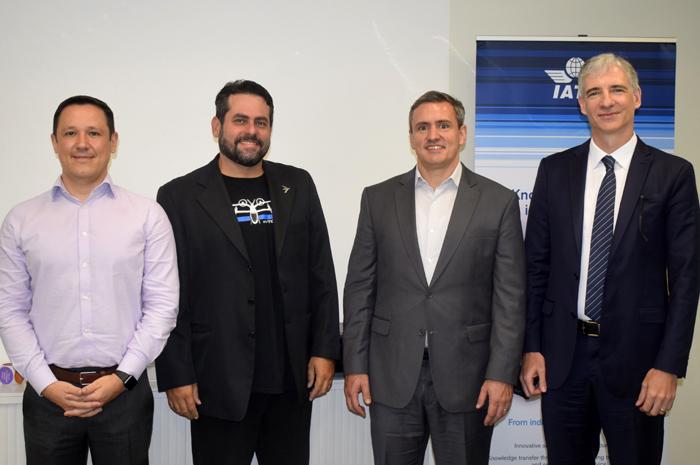 Dany Oliveira, da Iata; André Stein, da EmbraerX; Márcio Souto, da United Airlines; e Ricardo Bernardi, da Bernardi & Schnapp Advogados