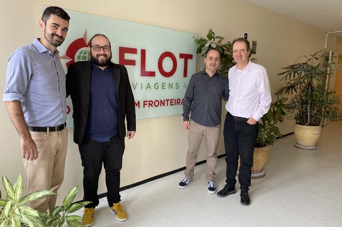 Eric Siviero e Bruno Viana - os novos contratos, no meio de Tiago Barbosa e Eduardo Barbosa, diretores da Flot