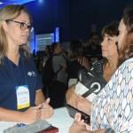 Jaqueline Pacheco, da MSC, conversa com agentes de viagens neste ECB-RJ