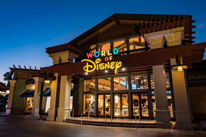 Disney Springs já suspendeu as atividades nesta terça (17)