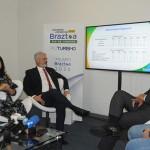 Monica Samia e Roberto Neldeciu, da Braztoa, com Willian França, do MTur