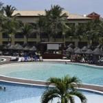 O espaço das piscinas conta com restaurantes, bar aquático e um cantinho com snacks