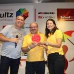 Os gerentes do Vila Galé receberam um troféu de participação da Convenção Schultz 2020