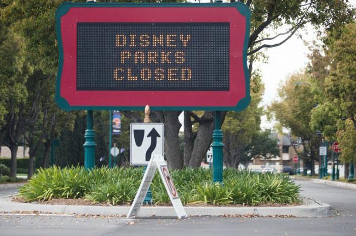 """Parques permanecerão fechados """"até novo aviso"""", afirma comunicado."""
