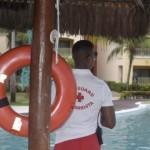 Toda a área de piscinas é protegida por salva-vidas profissionais e especializados