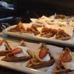 Waffles servidos no 'Oxente', bar de snacks ao lado das piscinas