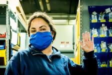 United Airlines entrega 7,5 mil máscaras a funcionários feitas de uniformes reciclados