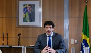 Em reunião ministerial, Marcelo Álvaro defende legalização de cassinos em resorts