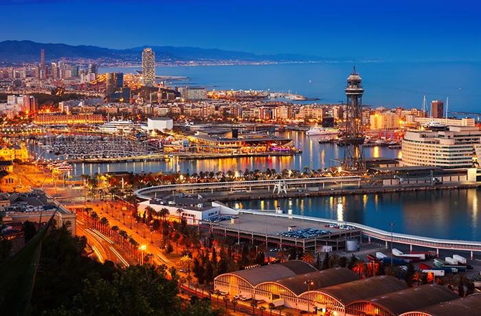 Porto de Barcelona, na Espanha (Designed by Bearfotos Freepik)