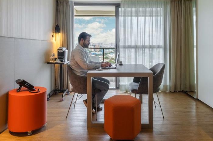 Room-Office no hotel Pullman São Paulo Ibirapuera