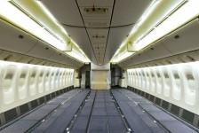 Emirates retira assentos Economy para aumentar capacidade de carga de B777s