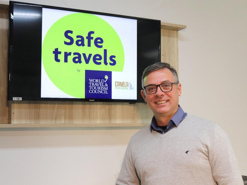 selo_safe_travels_angelo_crédito_duda_idalino