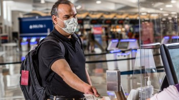 Delta incrementa questionário e passa a exigir uso de máscara no check-in