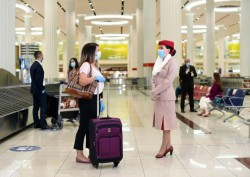 Emirates cobrirá despesas de passageiros diagnosticados com Covid-19 durante a viagem