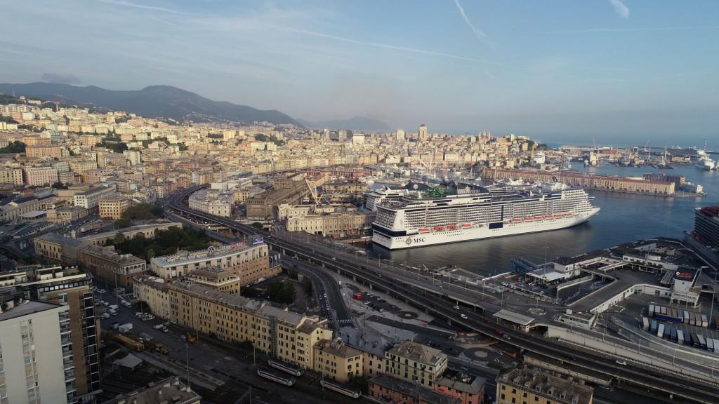 MSC Grandiosa pronto para partir de Gênova