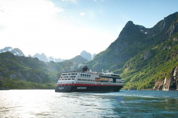 Navio da Hurtigruten registrou surto de covid-19.