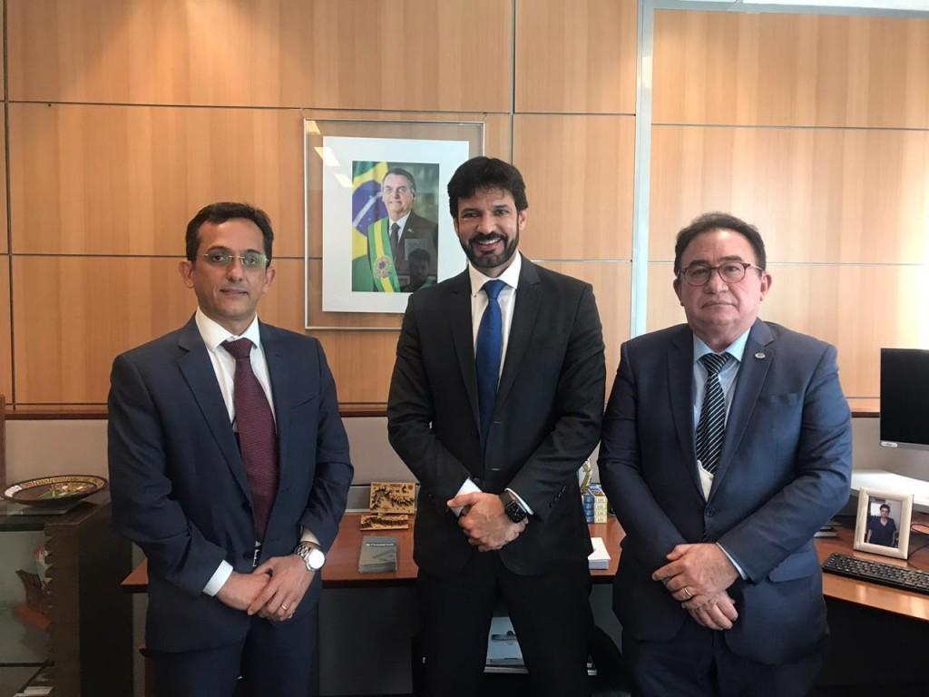 Manoel Linhares, Marcelo Álvaro Antônio e José Odécio Jr.