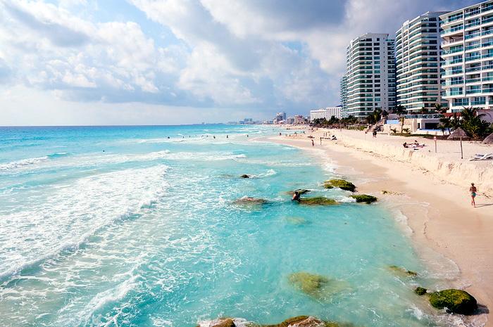 Entre os destinos analisados, Cancun é o que mostra uma tendência de crescimento mais pronunciada