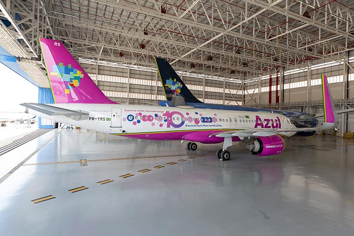 Azul adesiva A320neo para marcar apoio ao Outubro Rosa (1)