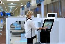 Emirates inaugura quiosques de autoatendimento no Aeroporto Internacional de Dubai